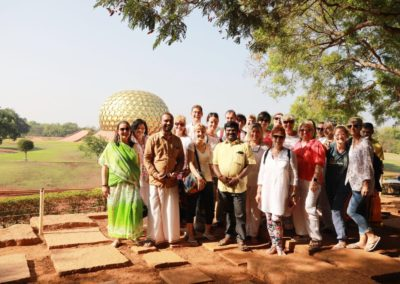 indiai_palmalevel_felolvasas_om_Indiai-ócán parton_Aurovilleben a csapattal